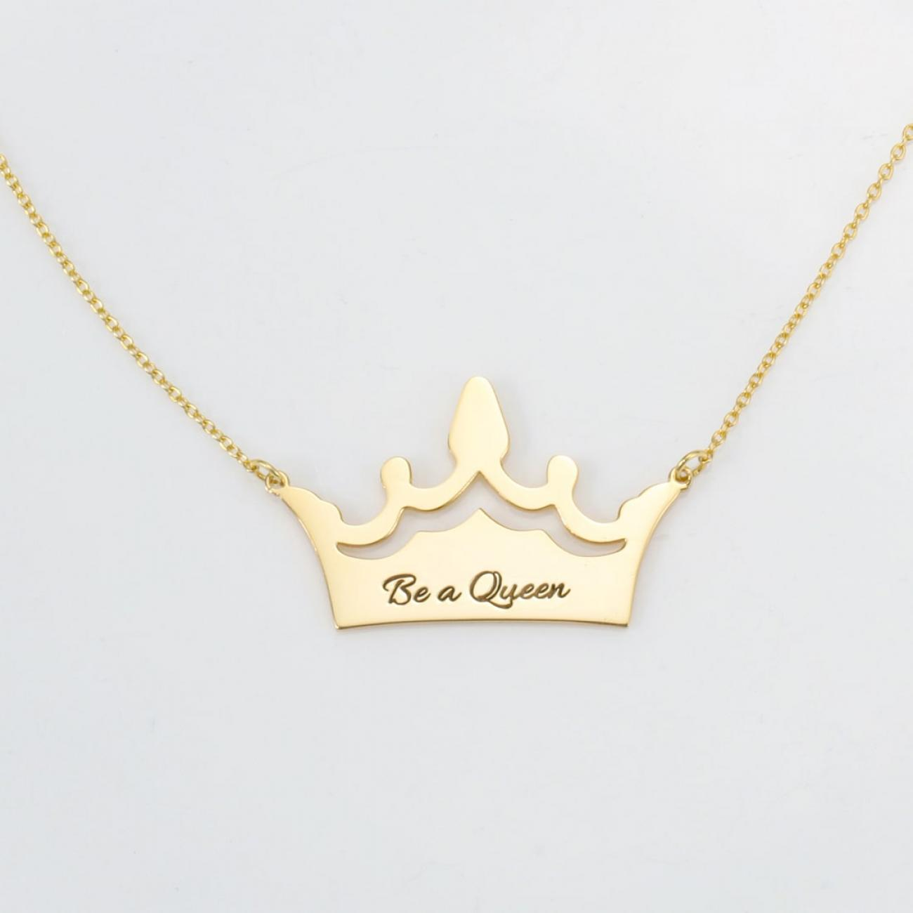 Queen necklace with engraving